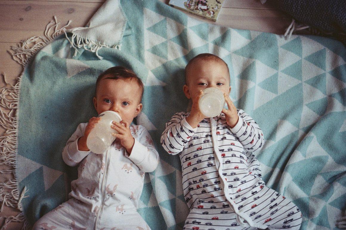 Bébés nourris au sein par rapport aux bébés nourris au biberon