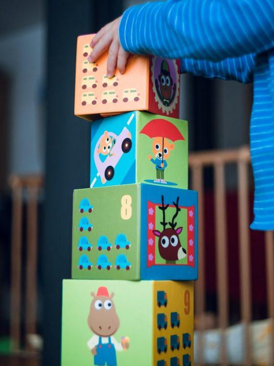 Comment nettoyer (efficacement) les jouets de bébé ?