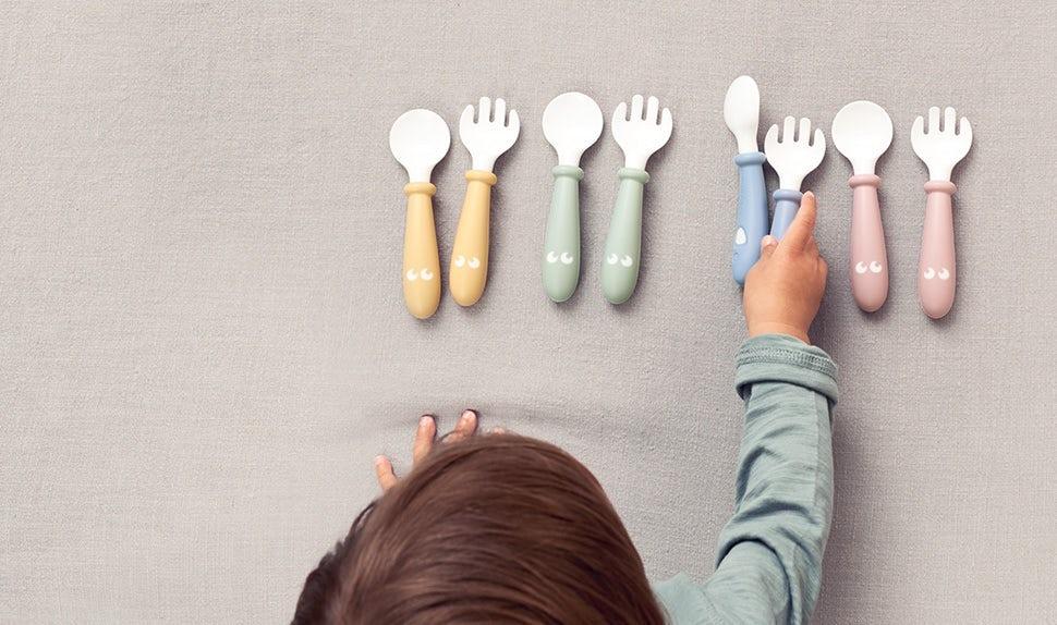 Quelles sont les meilleures cuillères pour les bébés ? – À quel âge les bébés peuvent-ils utiliser des couverts en métal ?