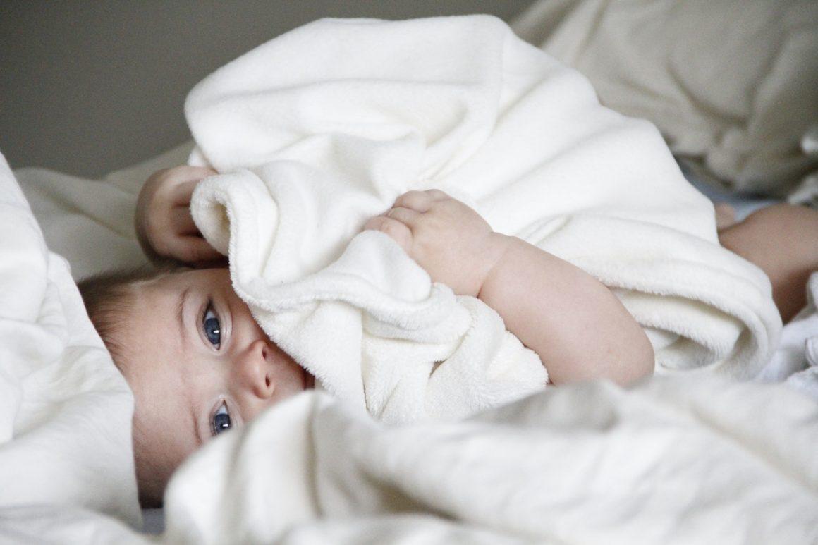 Si mon bébé se sent bien, est-ce que je dois quand même faire son rot ? (Nouvelle recherche)